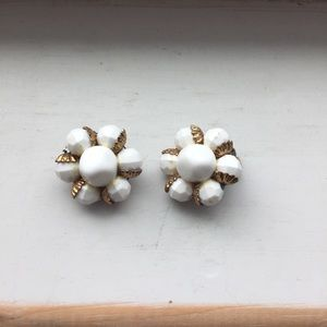Jewelry - Free with purchase- nod to the past clip earrings